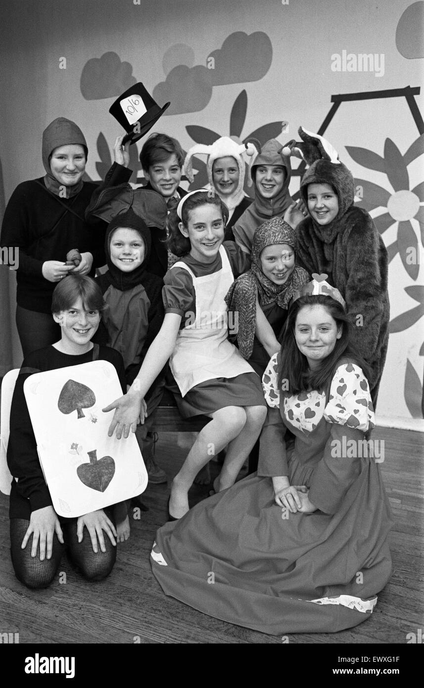 Alice introduces the Mad Hatter, the Queen of Hearts and other Wonderland friends in Scissett Middle School's - Stock Image