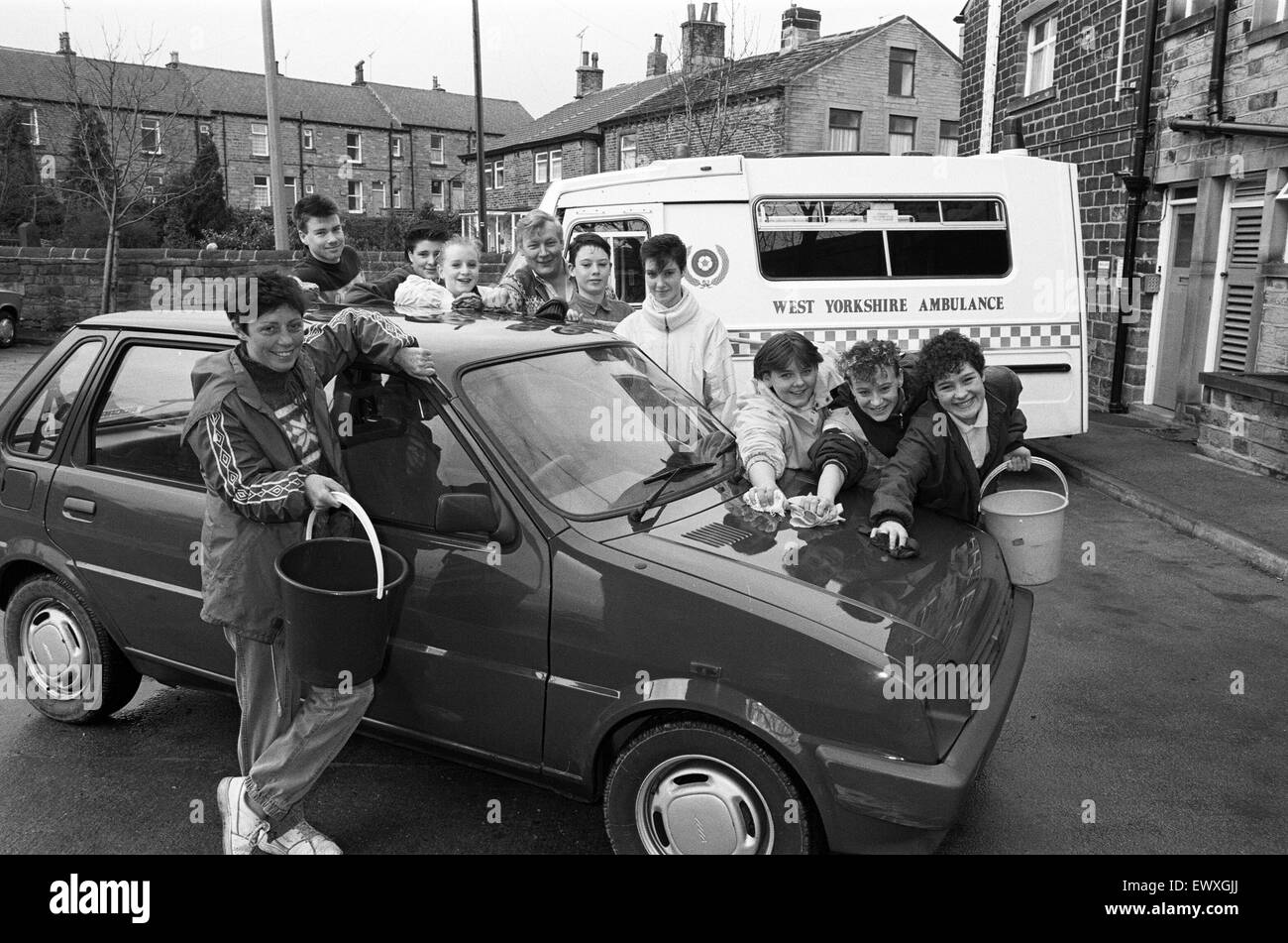 Squeaky clean... Newsome Youth Club members washed and waxed cars to raise cash for Honley Ambulance Station's - Stock Image