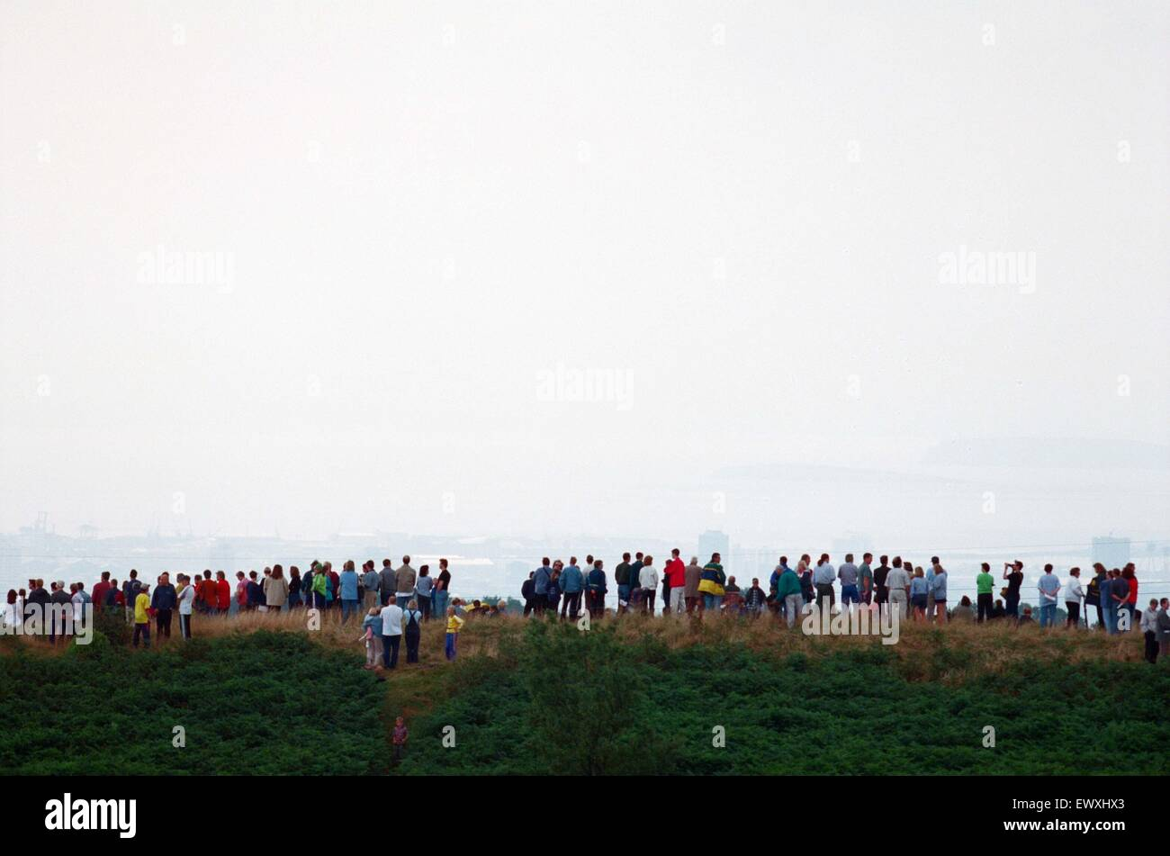 People watching a total solar eclipse, Caerphilly mountain. 11th August 1999. - Stock Image