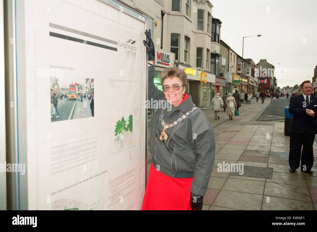 Mayor of Langbaurgh Brenda Forster unveils a poster in their fight against anti - pedestrianization campaigners - Stock Image