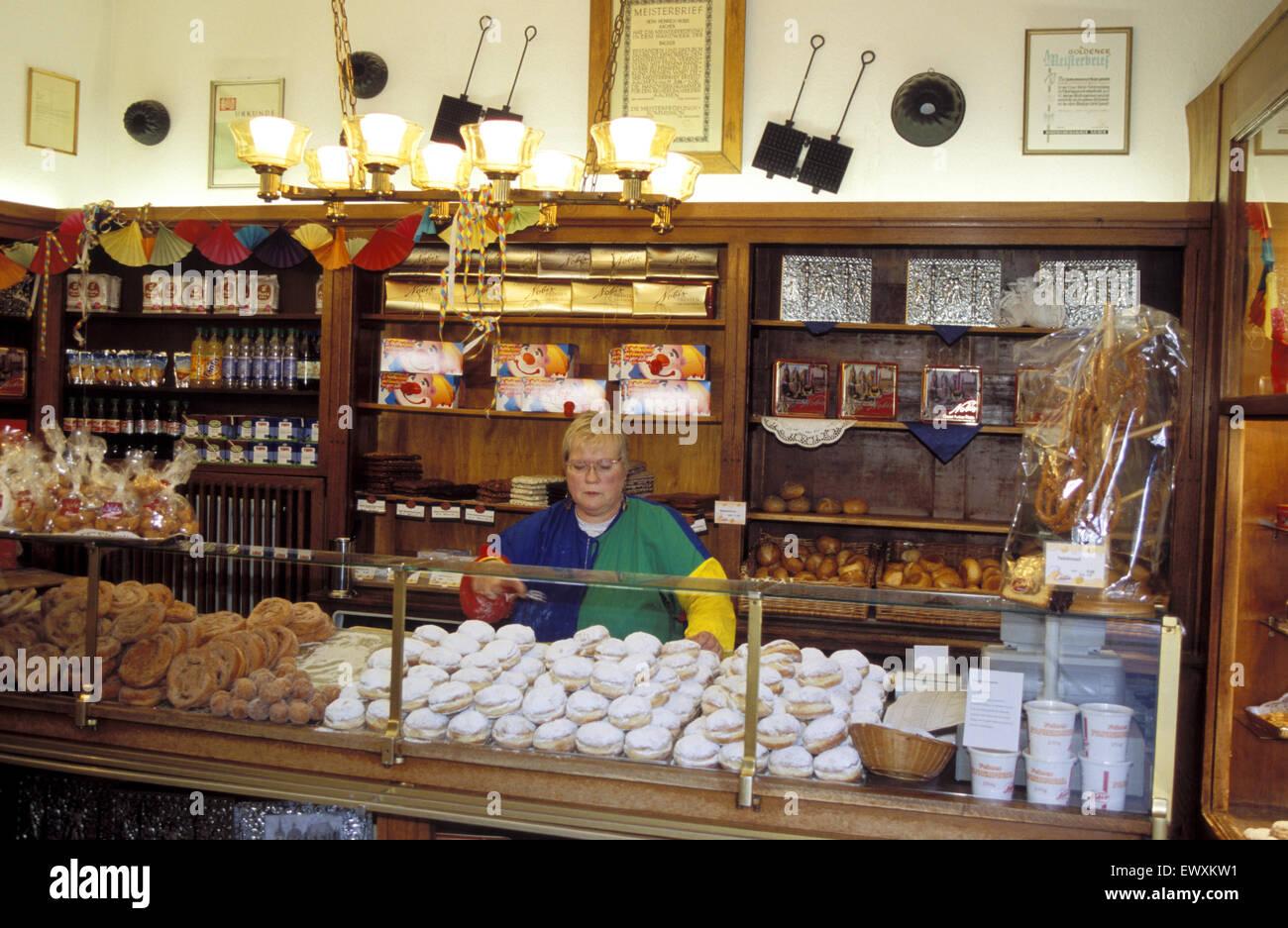 DEU, Germany, Aachen, baker´s shop at the Oppenhof Avenue.  DEU, Deutschland, Aachen, Baeckerei an der Oppenhof - Stock Image