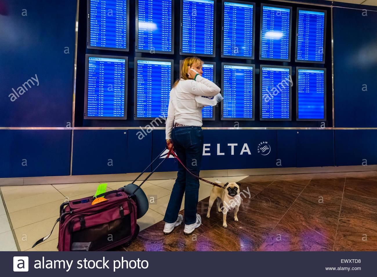 Flight departure screens, Hartsfield-Jackson Atlanta International Airport, Atlanta, Georgia USA. - Stock Image