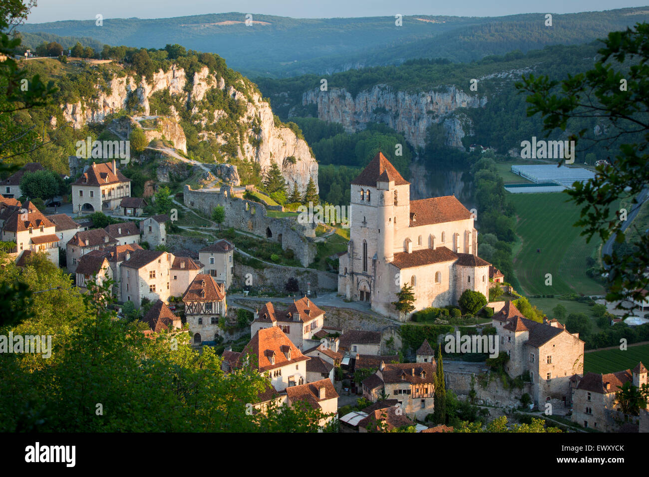 Early morning over Saint-Cirq-Lapopie, Lot Valley, Midi-Pyrenees, France - Stock Image