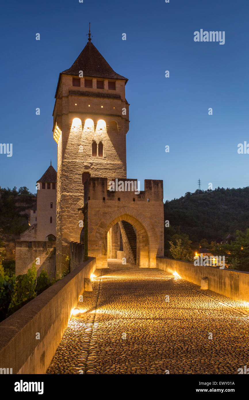 14th Century Pont Valentre and River Lot in Cahors, Midi-Pyrenees, France - Stock Image
