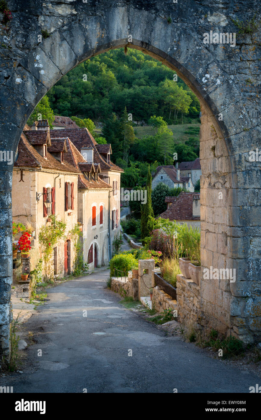 Sunset at old entry gate to Saint-Cirq-Lapopie, Lot Valley, Midi-Pyrenees, France - Stock Image