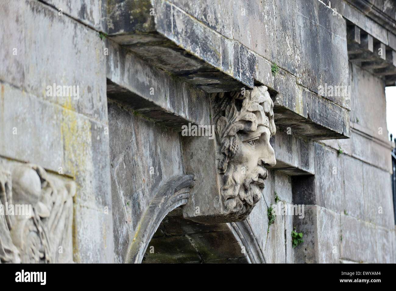 Sculpted head representing the River Foyle god on Bishop's Gate, Londonderry. - Stock Image