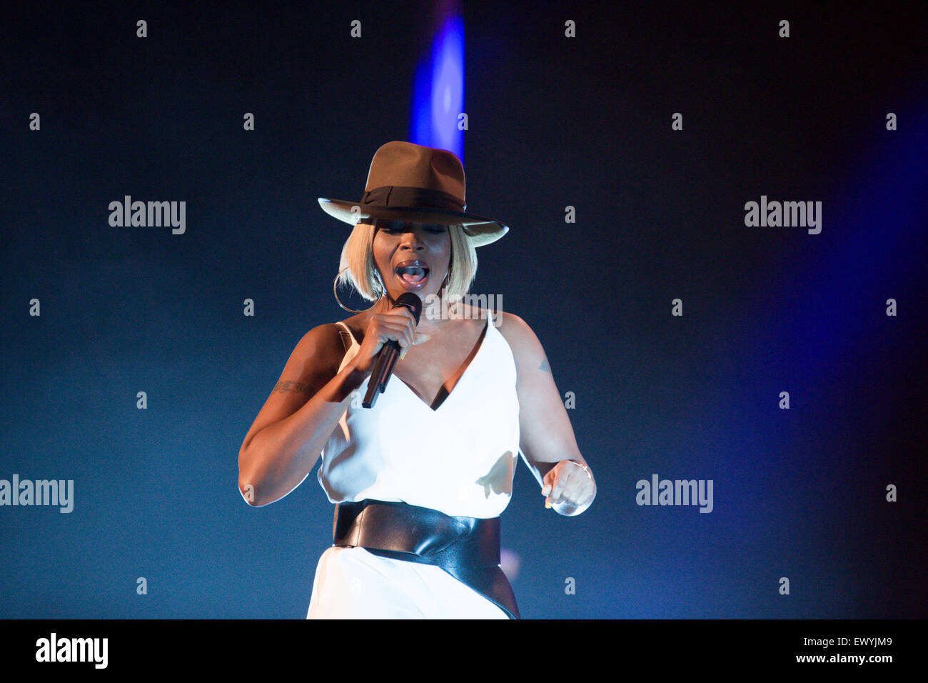 02 Apollo, Manchester, UK,  2, July, 2015. Mary J Blige performs live on stage in Manchester UK on the opening night - Stock Image
