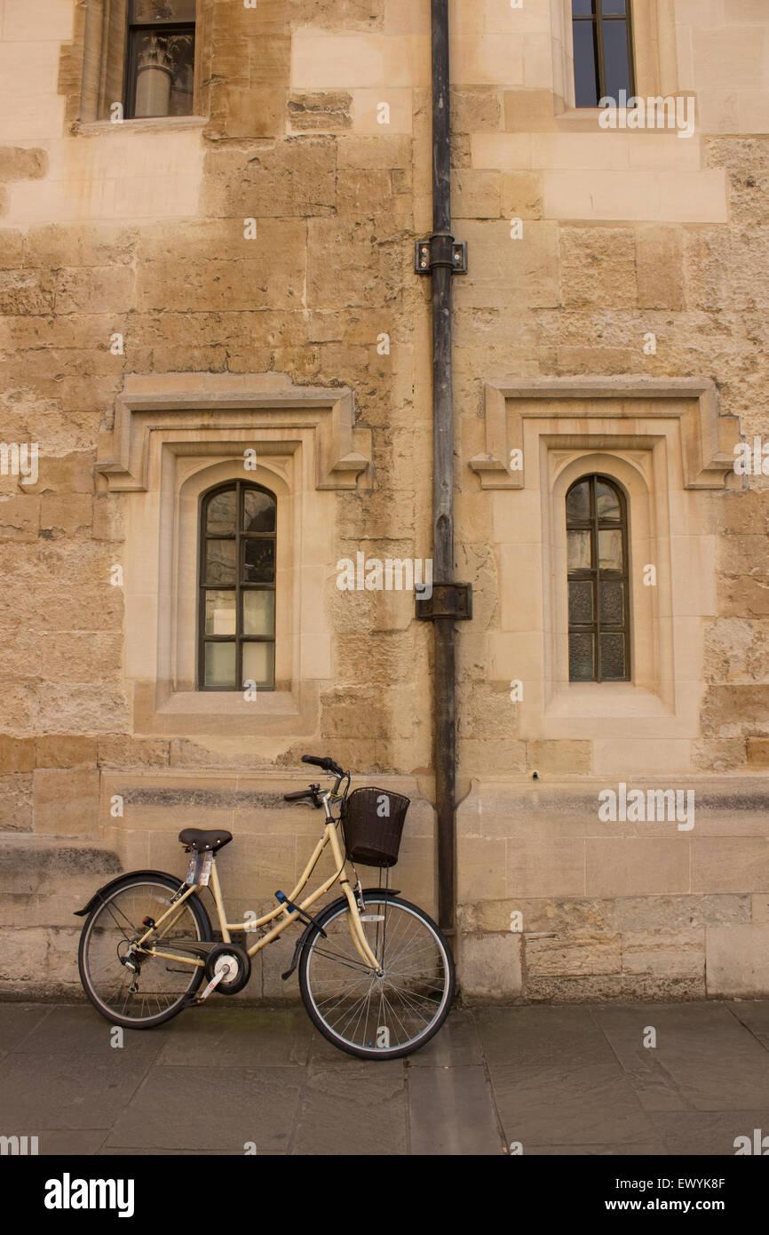 Bike leant against wall, Oxford United Kingdom - Stock Image