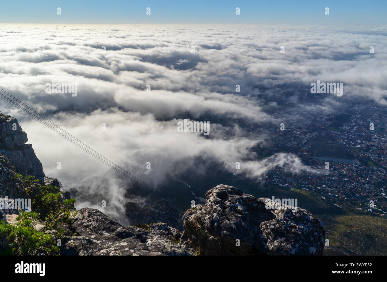 Tablecloth - layer of clouds taking over Cape Town, from Table mountain - Stock Image