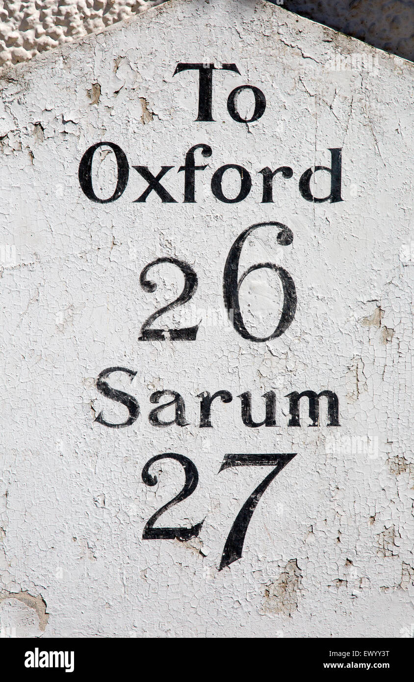 Milepost giving distances to Oxford and Sarum from Hungerford, Berkshire, England, UK - Stock Image