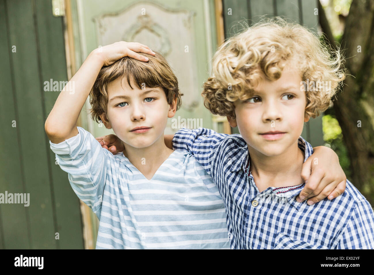 Portrait of two young brothers in garden - Stock Image