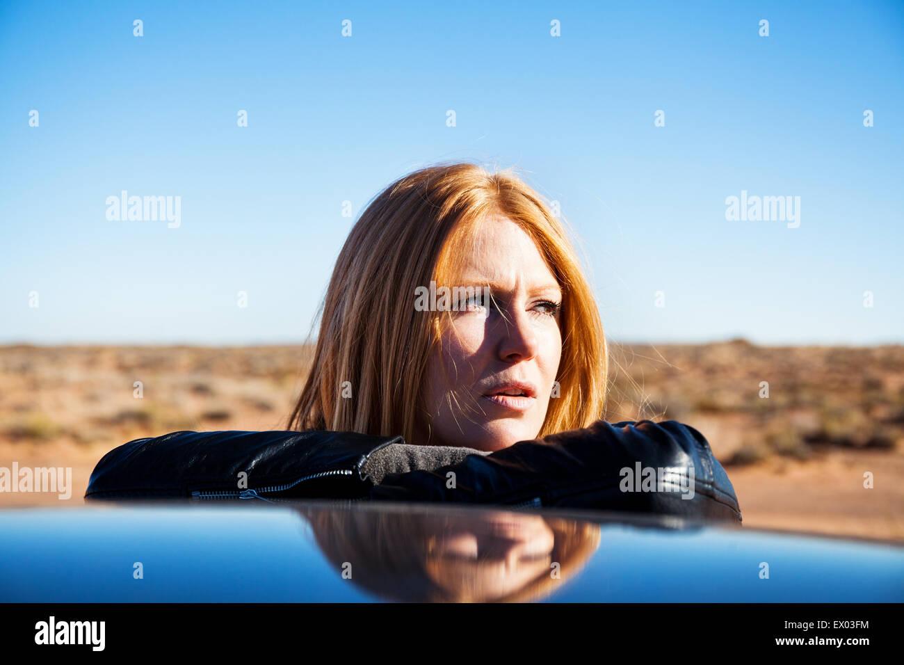 Woman leaning against car, Kayenta, Arizona, USA - Stock Image