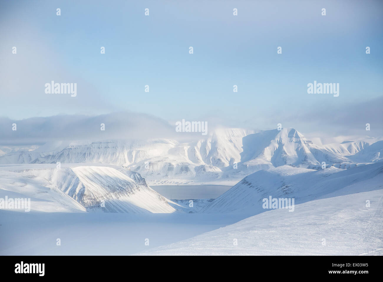 Snowy mountain landscape, Svalbard, Norway - Stock Image