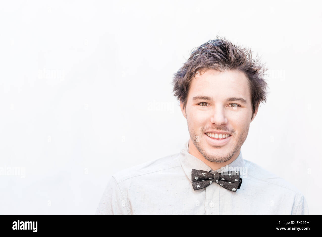 Portrait of young man wearing bow tie - Stock Image