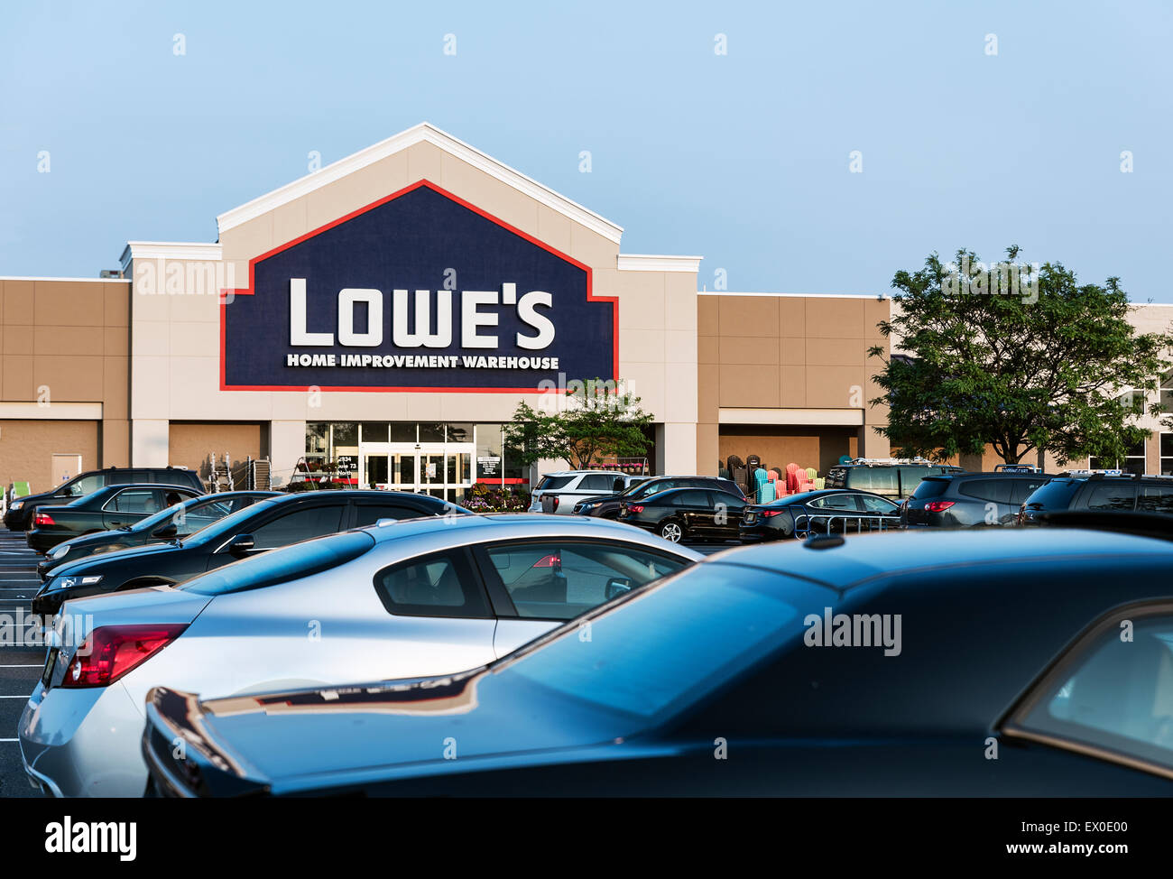 Lowe's home improvement superstore. - Stock Image