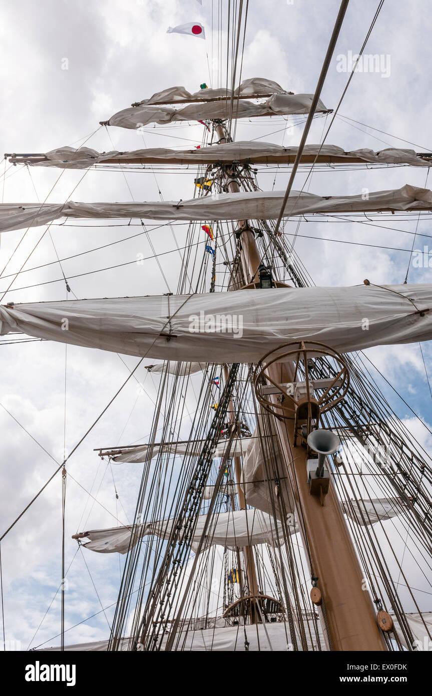 Belfast, Northern Ireland, UK. 02nd July, 2015. Folded sails on the mast of the Brazilian Navy sailing ship the - Stock Image