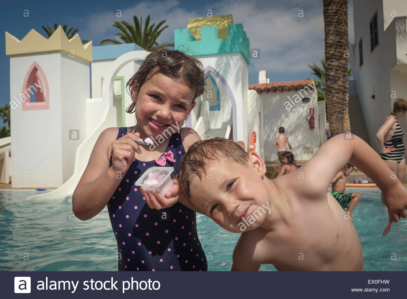 Two kids in a paddling pool on holiday - Stock Image