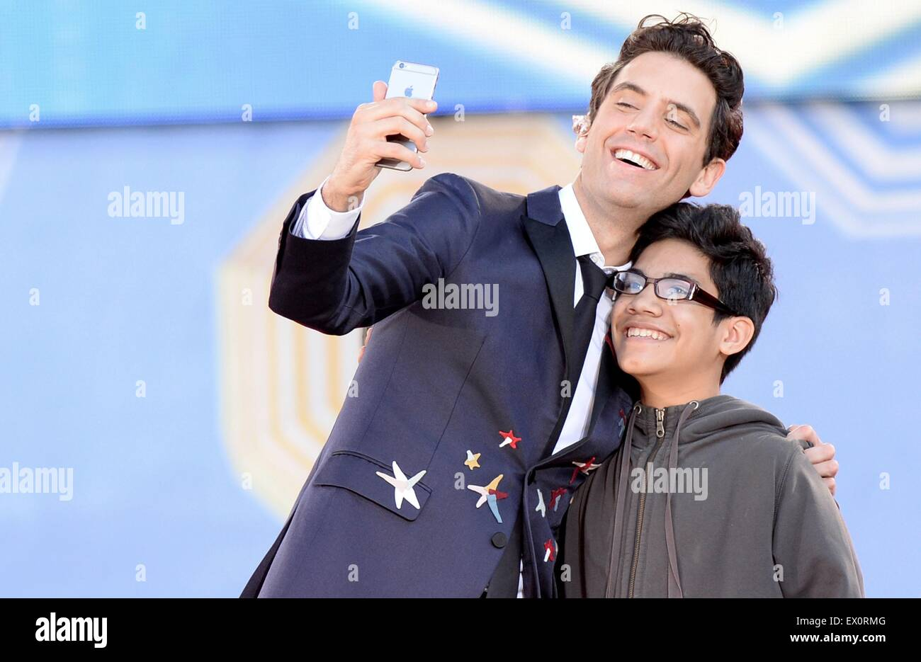 New York, NY, USA. 3rd July, 2015. Mika, Ozzie on stage for ABC's Good Morning America (GMA) Fun in the Sun - Stock Image