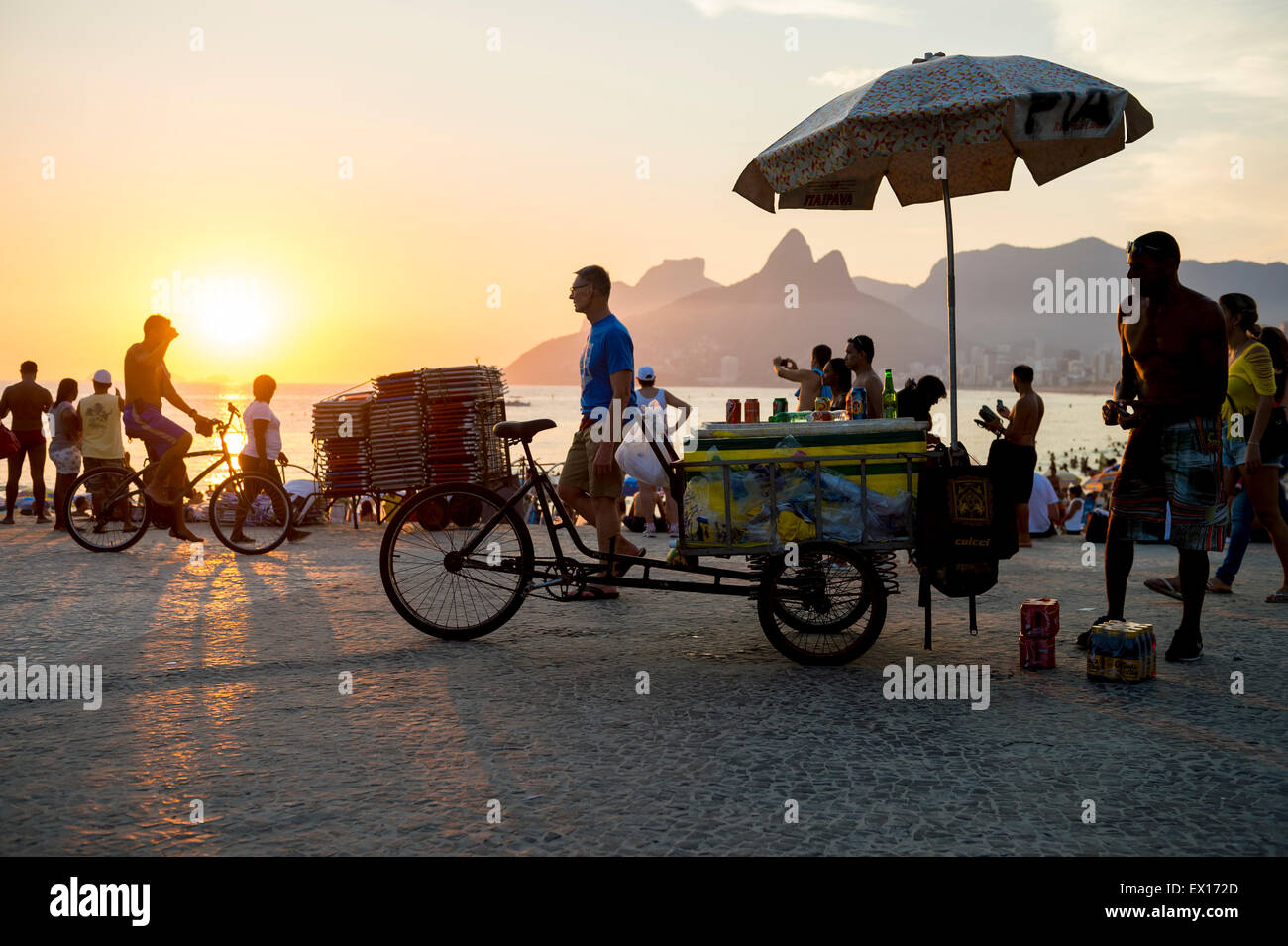 RIO DE JANEIRO, BRAZIL - FEBRUARY 21, 2015: Vendors and tourists gather at Arpoador for the daily sunset watching - Stock Image