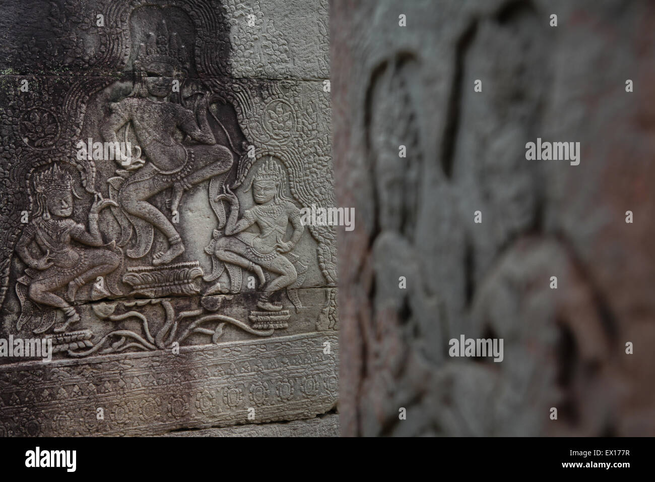 Details of Apsara reliefs at temple pillars of Prasat Bayon, Angkor Thom temple, Siem Reap, Cambodia. - Stock Image