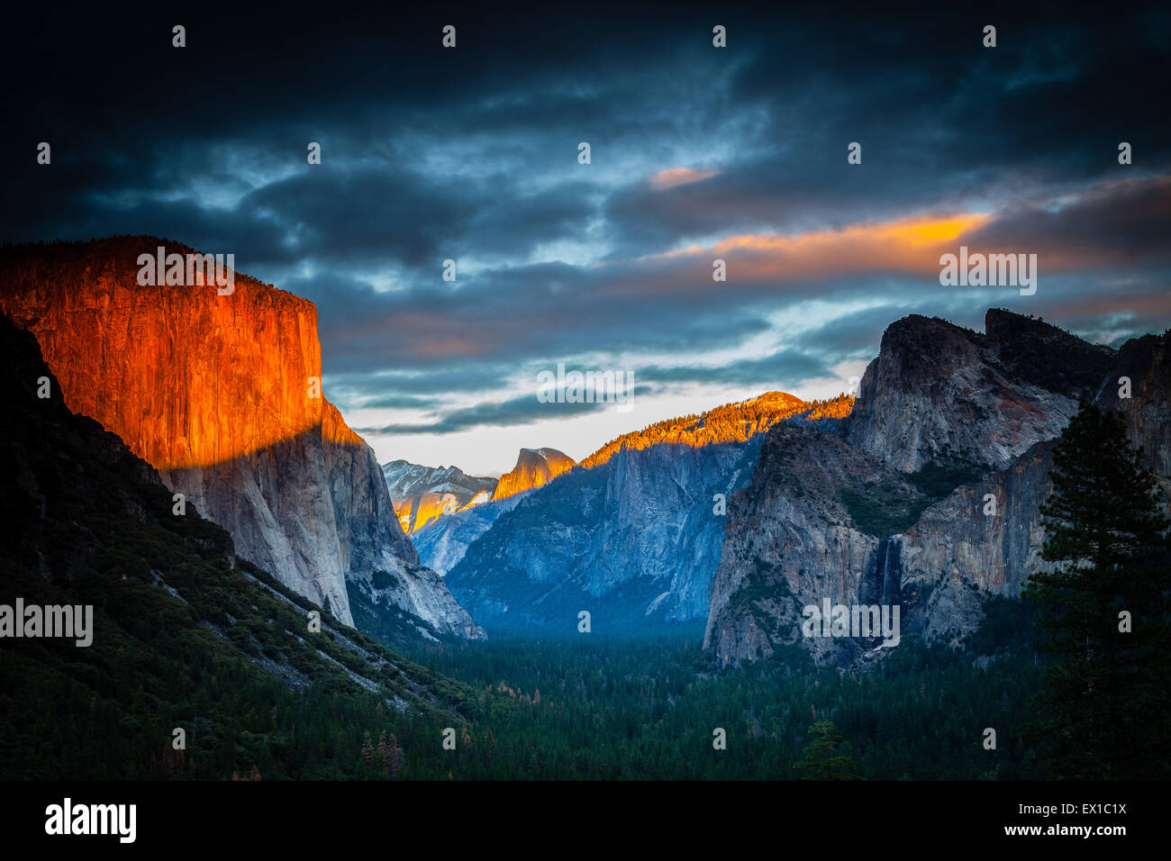 Yosemite Valley from Tunnel View. Golden late evening sunshine with snow on the peaks Stock Photo