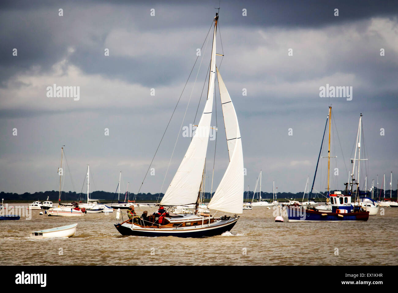 Yacht navigating the river at speed - Stock Image