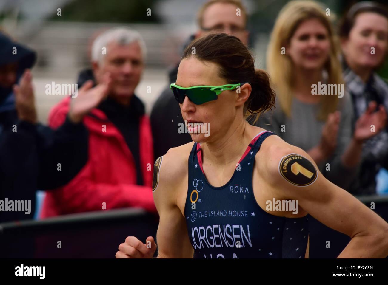Gwen Jorgensen running in a triathlon - Stock Image