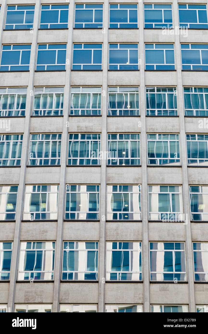A repetitive grid of reflective office windows in Peter House, a postwar building in Manchester by Amsell & - Stock Image