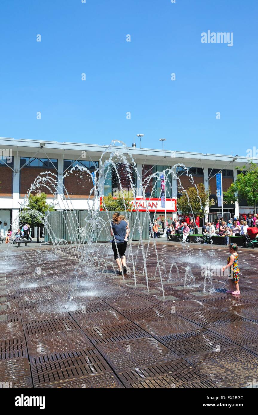 People cooling down in the fountains in Williamson Square enjoying the Summer sunshine, Liverpool, Merseyside, England, Stock Photo
