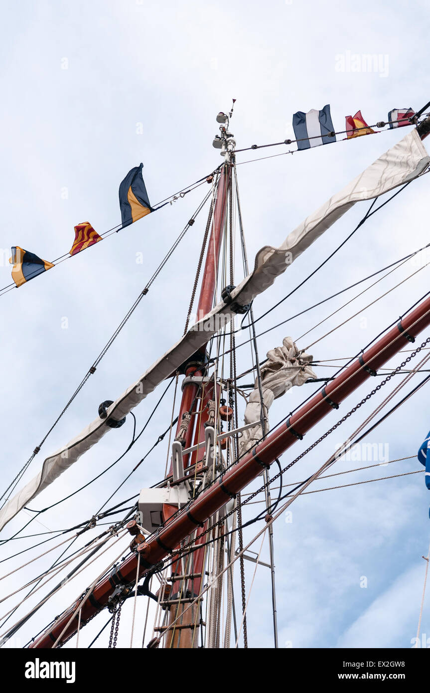 Masts and rigging from a Tall Ship - Stock Image
