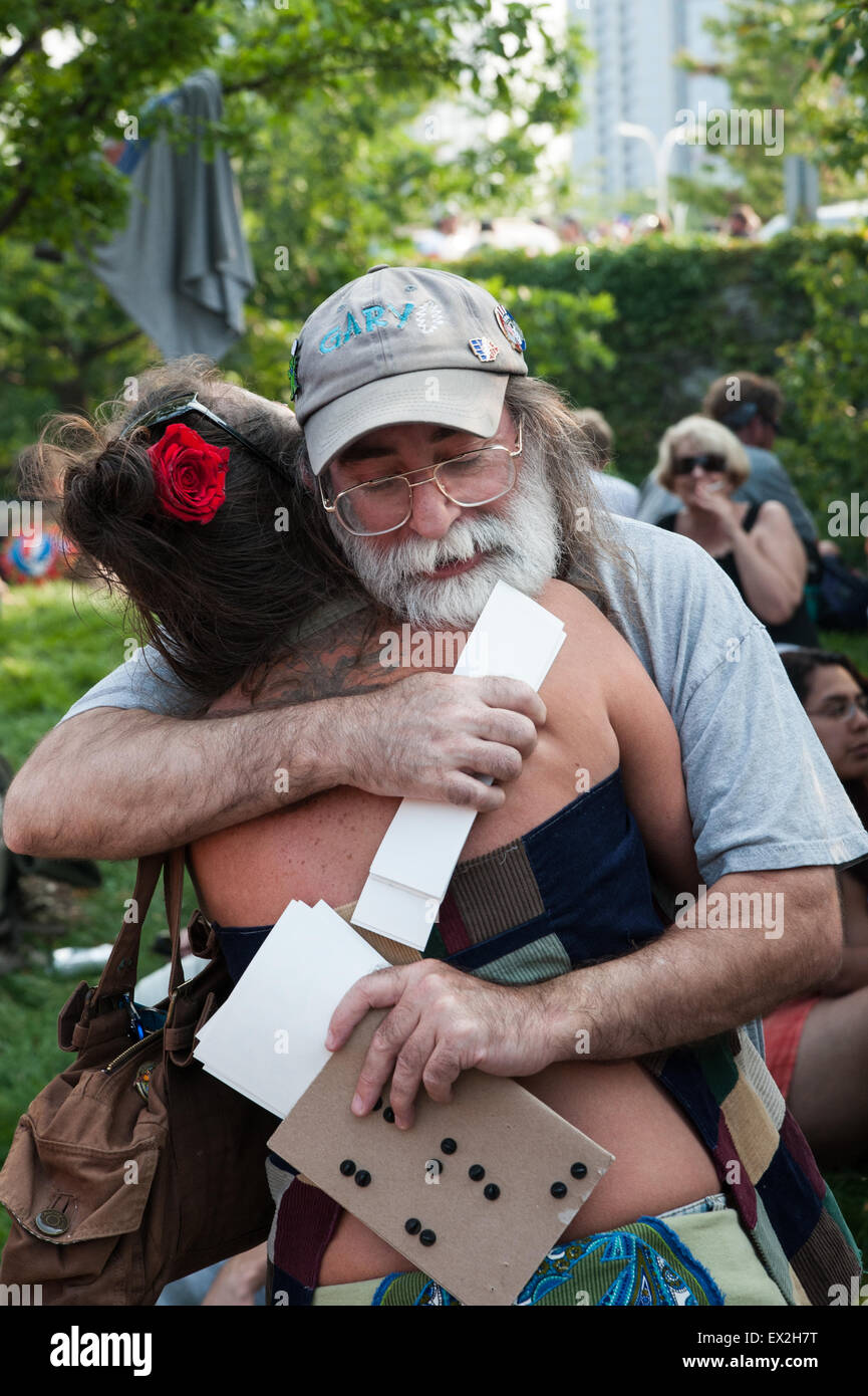 Chicago, Illinois, USA. 4th July, 2015. Friends embrace each other while on Shakedown Street before the Grateful - Stock Image