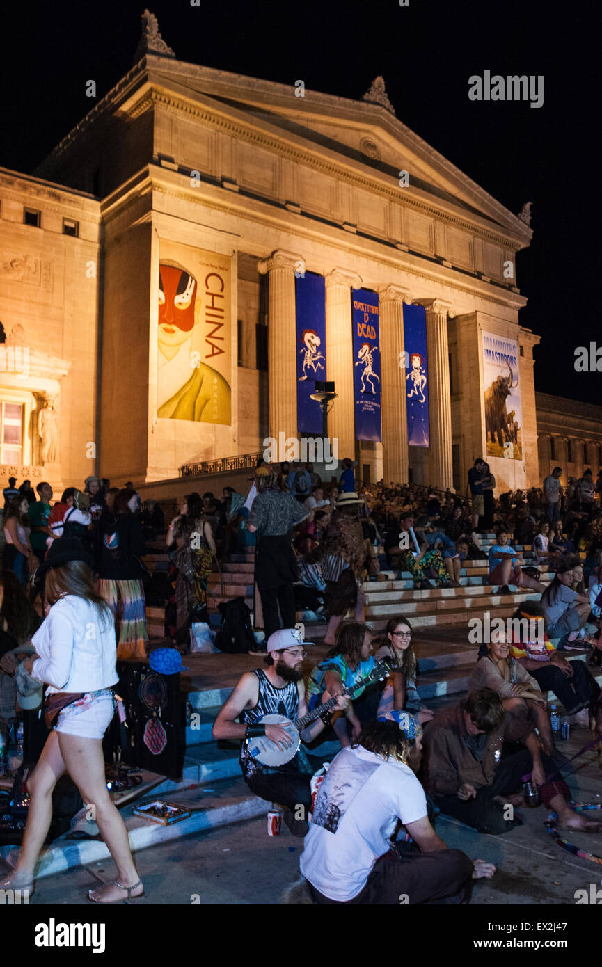 Chicago, Illinois, USA. 4th July, 2015. Deadheads gather in celebration the steps of Chicago's Field Museum - Stock Image