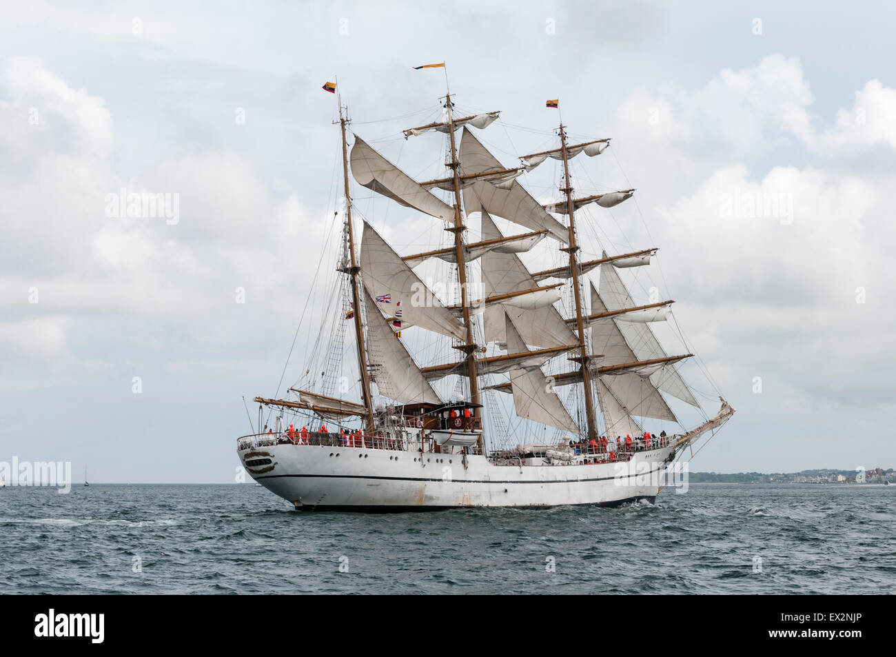 Belfast, Northern Ireland. 5th July, 2015. The Tall Ship Guayas, training vessel for the Ecuadorian Navy, leaves - Stock Image