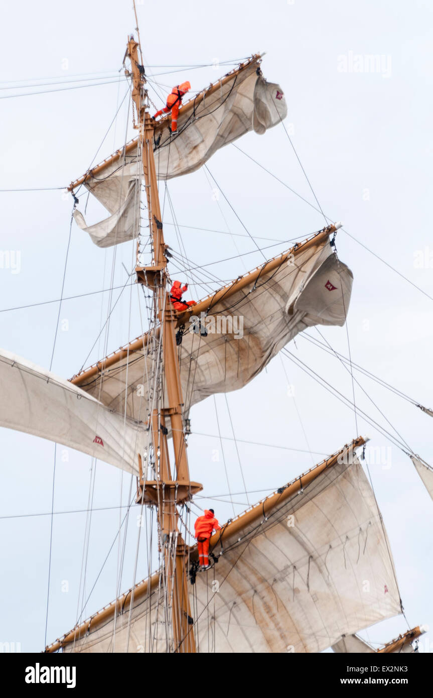 Belfast, Northern Ireland. 5th July, 2015. Sailors on board the Tall Ship Guayas, training vessel for the Ecuadorian - Stock Image