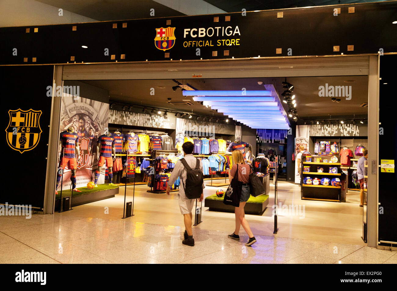 People at the Barcelona Football Club ( FCB ) shop d62926dc11c