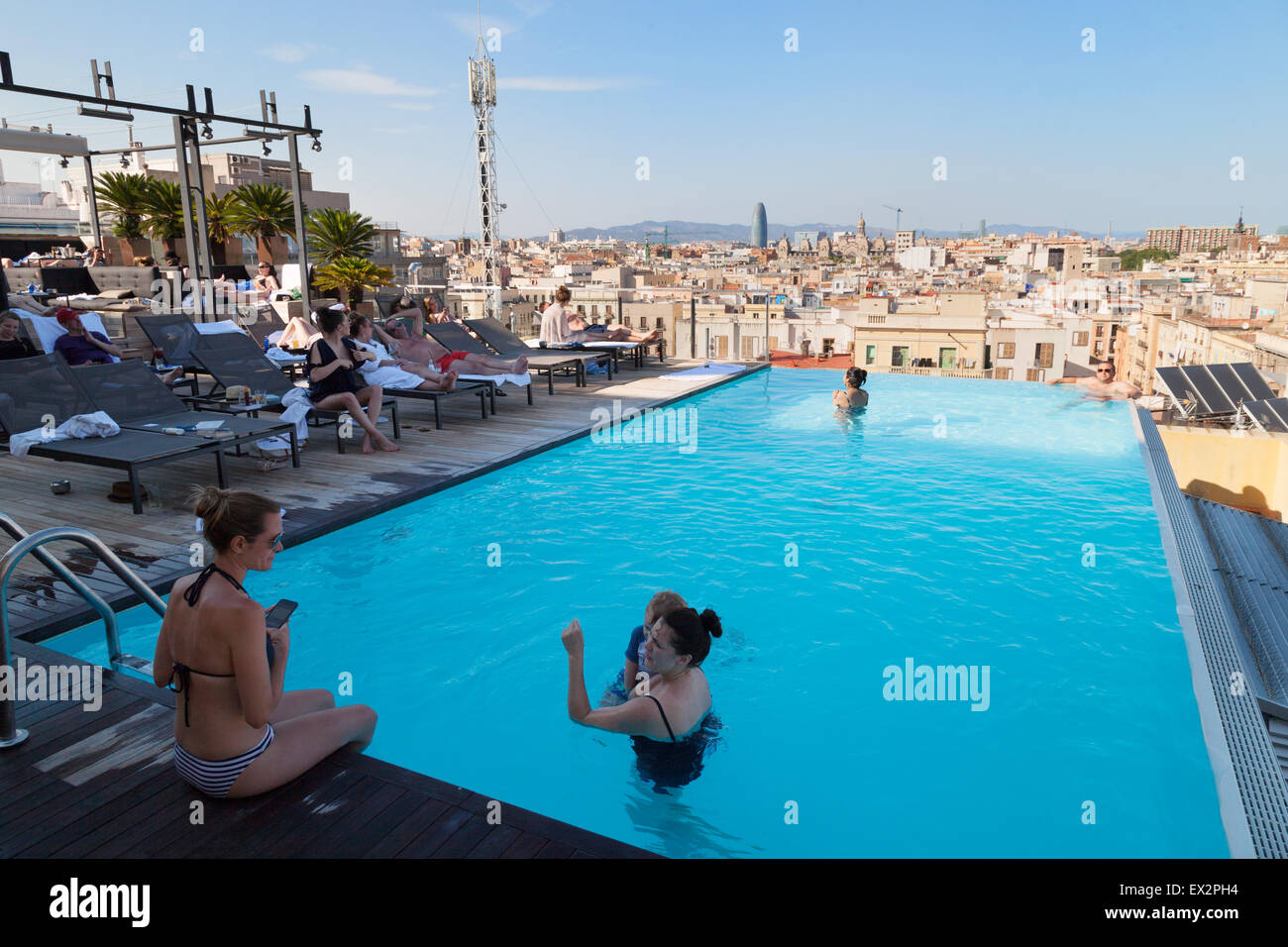 The rooftop swimming pool and Skybar, the 5 star luxurious Grand Hotel Central, Via Laietana, Barcelona, Spain Europe - Stock Image