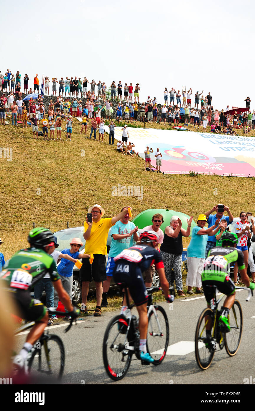 Utrecht, Netherlands. 5. July, 2015. Cycling fans salute the passing riders during the second stage of Tour de France - Stock Image