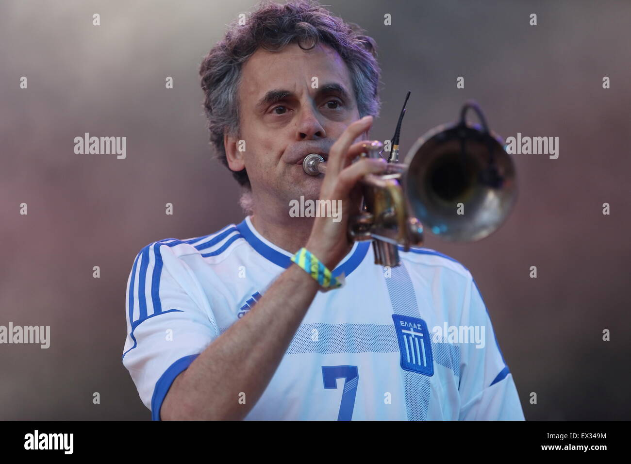 Delamere uk 5th july 2015 manchester band james performs live at manchester band james performs live at delamere forest to a sell out crowd with andy diagram on trumpet credit simon newburyalamy live news ccuart Image collections