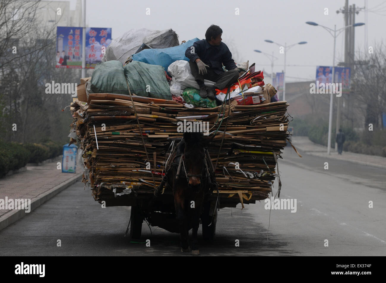 A labourer transports recycled usable things with a cart on a street in Changzhi, Shanxi province April 11, 2010. - Stock Image