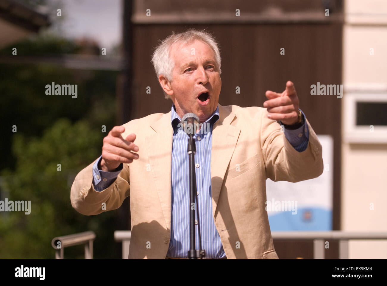 BBC Broadcaster Jonathan Dimbleby (b. 31 July 1944) delivering a speech to parents and pupils at the opening of - Stock Image