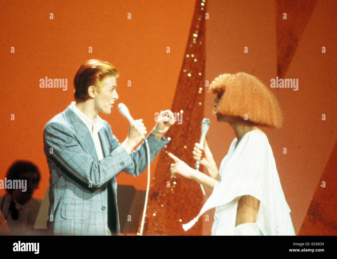 david bowie duetting with cher on a young americans medley for her