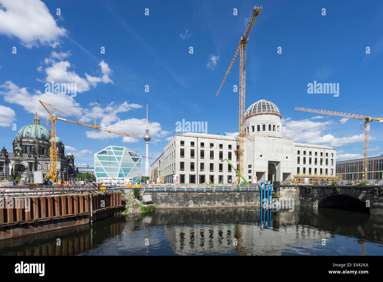 construction of new reconstructed berlin palace or berliner schloss stock photo 84912446 alamy. Black Bedroom Furniture Sets. Home Design Ideas