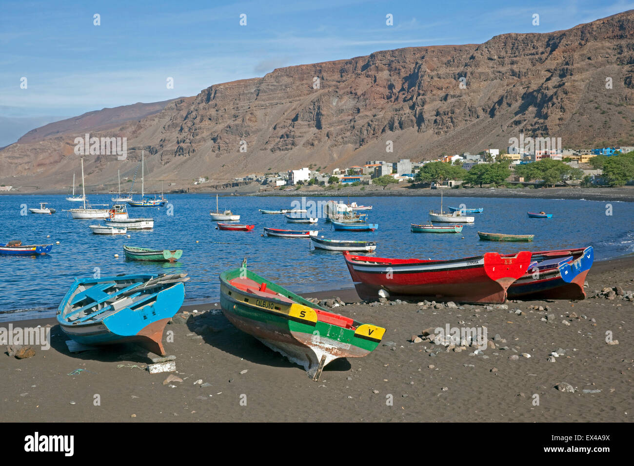 Colourful wooden fishing boats on the black sand beach of Tarrafal de São Nicolau on the island São Nicolau, - Stock Image