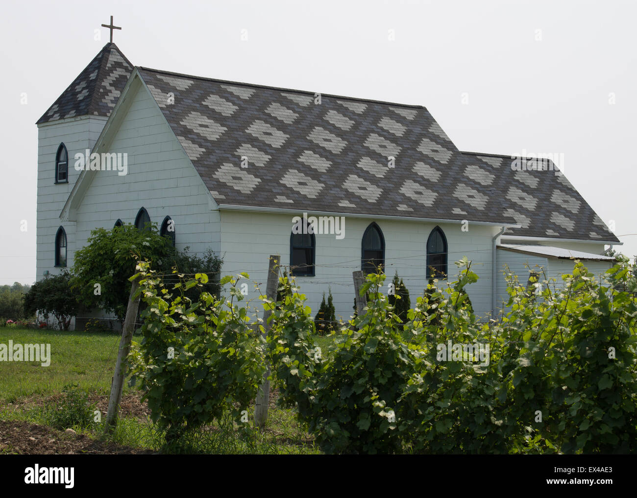 Christ Church, Hillier, Prince Edward County The roof is designed by Canadian artist Helga Boelen. - Stock Image