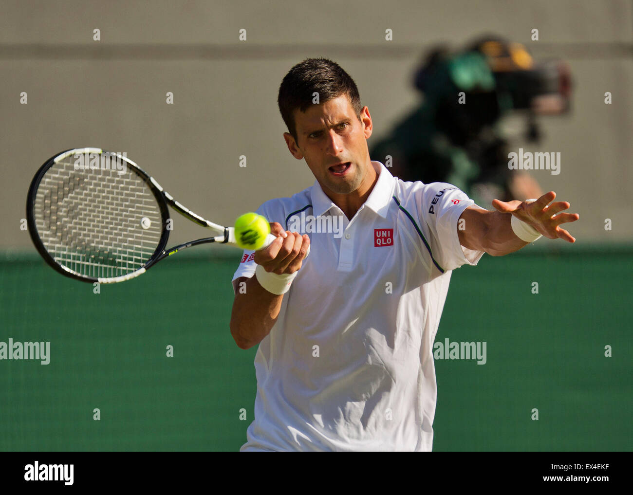 Wimbledon, London, UK. 6th July, 2015. Tennis, Wimbledon, Novak Djokovic (SRB) in his match against Kevin Anderson - Stock Image