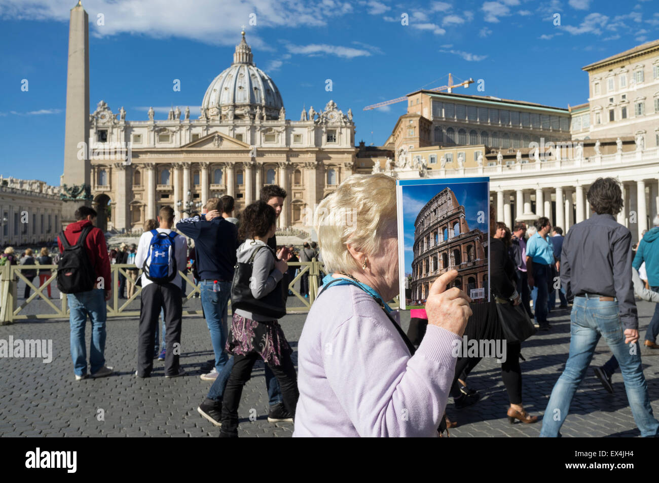 Tourists at St. Peter's square, Vatican, Rome, Italy - Stock Image