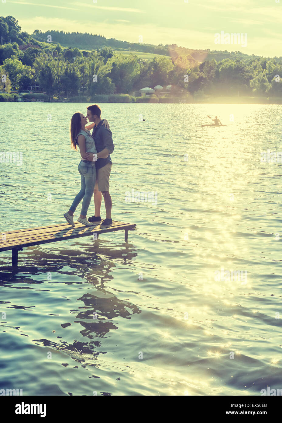 Couple embrace on the pier - Stock Image