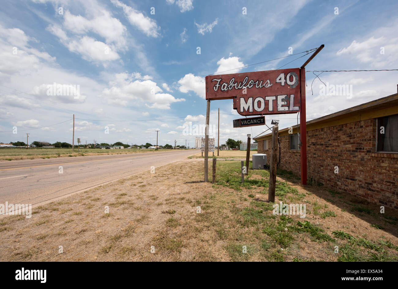 Fabulous 40 Shuttered Motel on Route 66 in Adrian, Texas - Stock Image