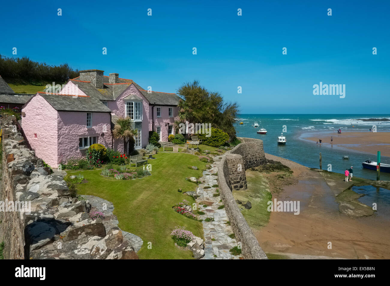 Marvelous A Pink Cottage Overlooking Summerleaze Beach At Bude Download Free Architecture Designs Terstmadebymaigaardcom