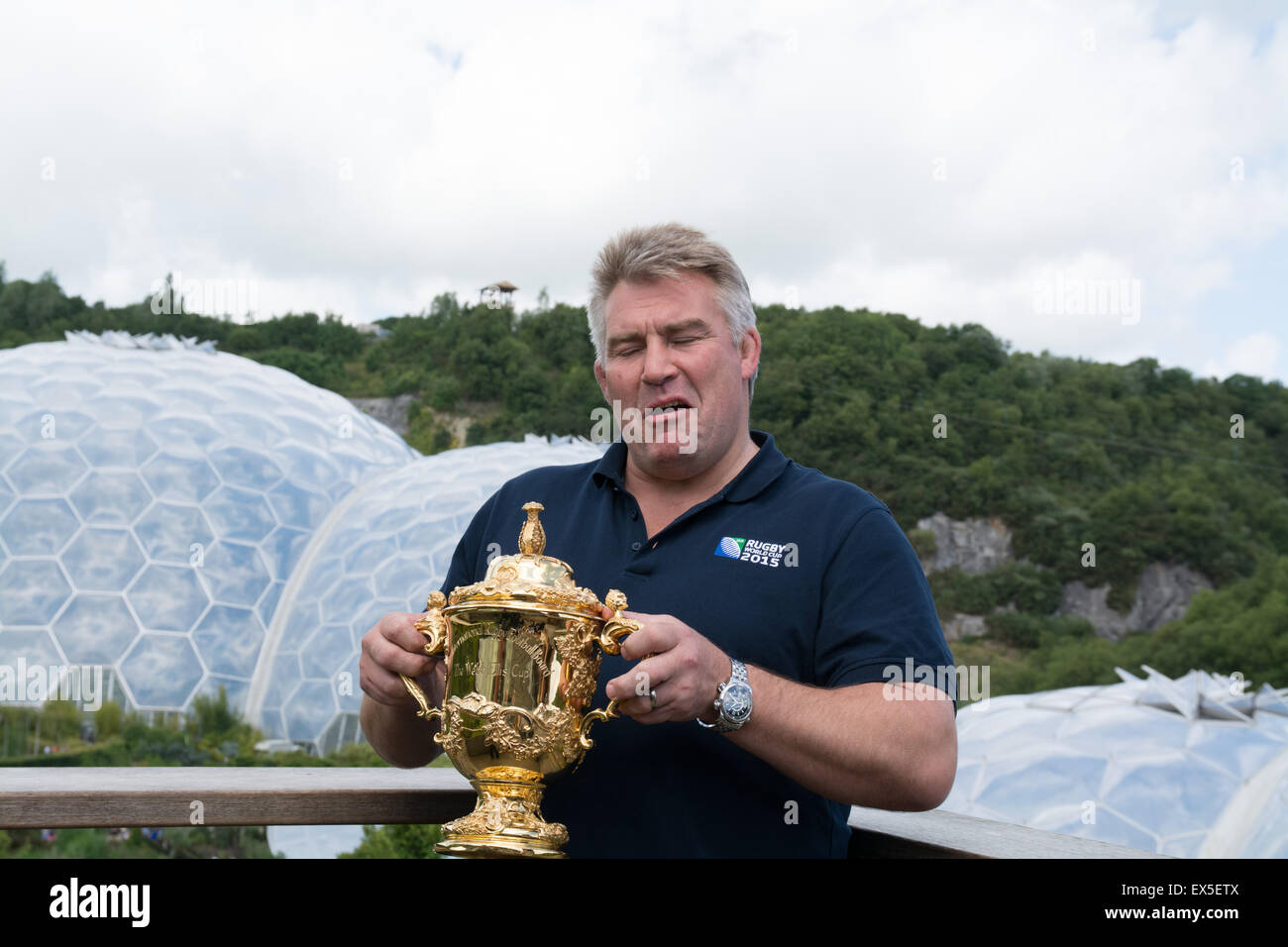 Picture of Jason Leonard , at the eden project with the Web Ellis trophy to launch the Rugby World Cup 2015 in england. - Stock Image